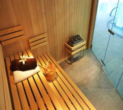 Bespoke Hemlock Sauna